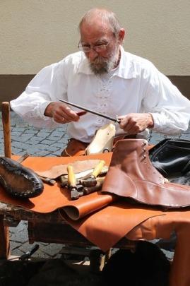 shoemaker-845230_960_720